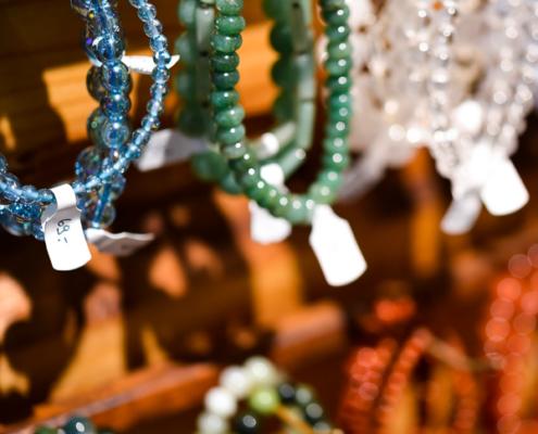 Shopping Basel, Beste Shops Basel, Manifaktur, Anfertigungen, Schmuck, Stein, Heilstein, Heilkristall, Kristall, Kristalle, Armband, Edelstai-Lädeli