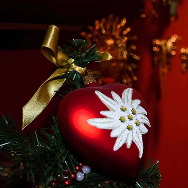 Shopping Basel, Beste Shops Basel, Shopping, Schweizer, Souvenirs, Weihnachten, Dekoration, Dekorationen, Johann Wanner, Herz, Weihnachtskugel, Kugel