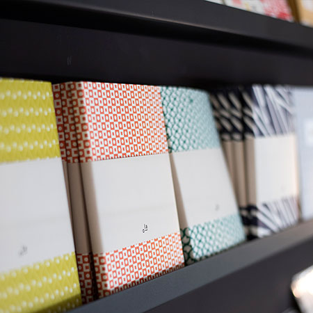 Shopping Basel, Beste Shops Basel, Concept Store, Tuch, gelb, rot, blau, zweite Etage, WoMenArt